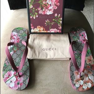 🆕 AUTHENTIC GUCCI FLIP FLOPS WITH DUSTER
